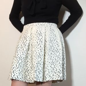 Elizabeth and James ivory lace short skirt